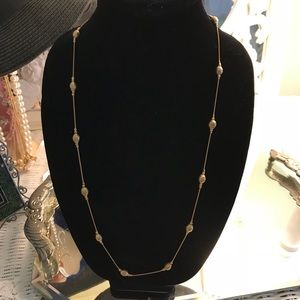 Jewelry - Vintage Gold tone color necklace